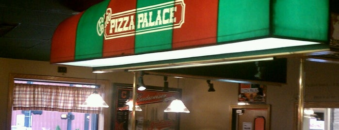 Fort Ball Pizza Palace is one of Tiffin Hot Spots.