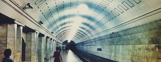 Метро Охотный ряд (metro Okhotny ryad) is one of Complete list of Moscow subway stations.