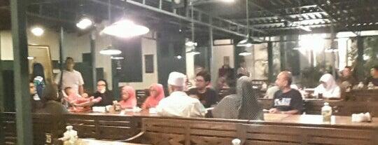 Bakmi Jogja Trunojoyo is one of Kuliner Wajib @Surabaya.