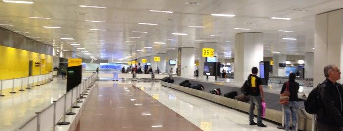 Aeroporto Internacional de São Paulo / Guarulhos (GRU) is one of Medicos.