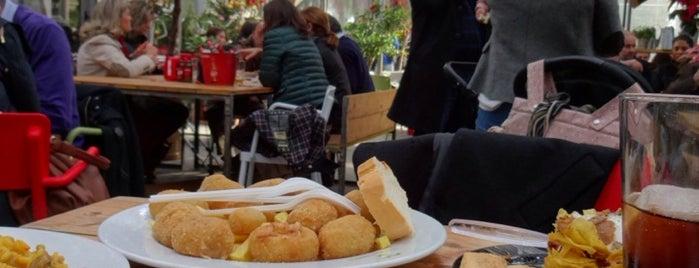 Mercado Victoria is one of Donde comer y dormir en cordoba.