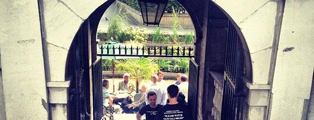 Gordon's Wine Bar is one of Steampunk London.