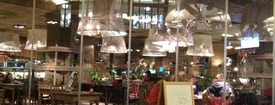 Earth Cafe is one of Restoranlar.