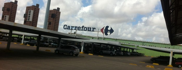 Carrefour is one of Lugares por onde andei..