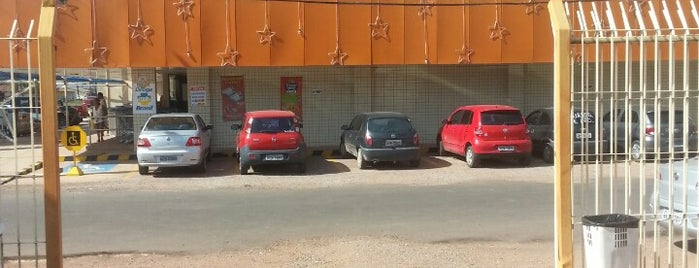 Supermercado Santa Lúcia is one of lugares.