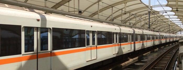 美兰湖地铁站 | Meilan Lake Metro Stn. is one of 上海轨道交通7号线 | Shanghai Metro Line 7.