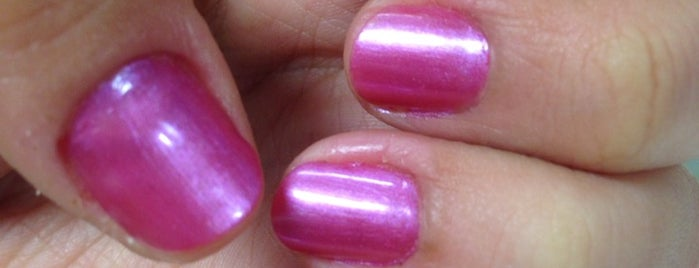 Her Glam Nail Boutique MKG3 is one of Novina's tips.