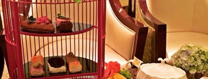 The Café -  Hotel Mulia Senayan, Jakarta is one of Novina's tips.