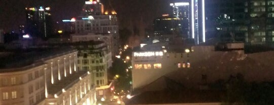 Saigon Saigon Bar is one of quê hương.