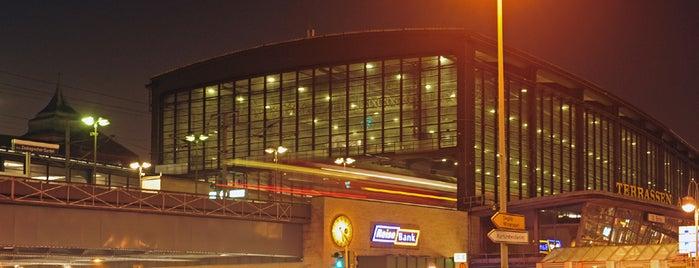 Bahnhof Berlin Zoologischer Garten is one of Top 40 Foursquare Bahnhöfe.