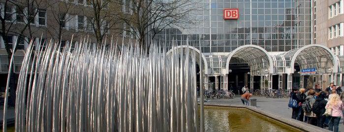 Düsseldorf Hauptbahnhof is one of Bahnhöfe DB.