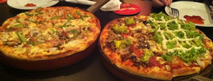 Pepperonis Pizza & Cafe is one of Khu Tây Balo.
