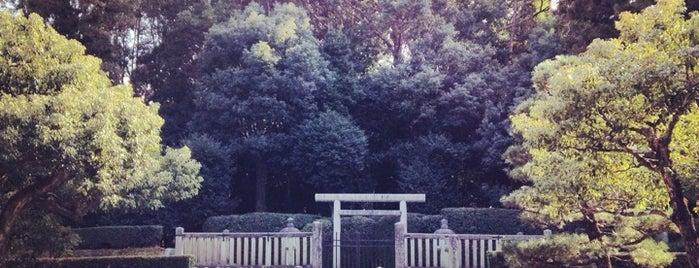 弘文天皇 長等山前陵 (園城寺亀丘古墳) is one of 天皇陵.