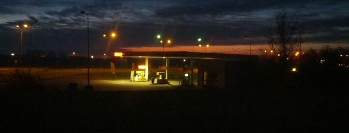 Shell tankstation Huissen is one of Shell Tankstations.