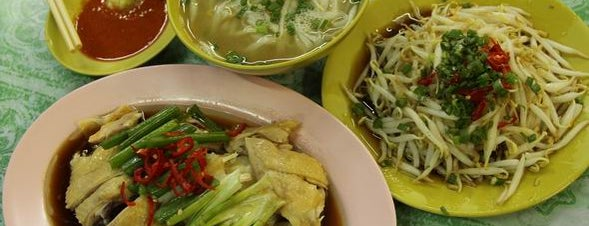 Buntong Taugeh Ayam is one of Axian Food Adventures 阿贤贪吃路线.