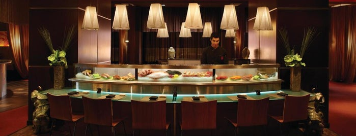 Aria Restaurant and Bar is one of Must-visit Bars in Chicago.