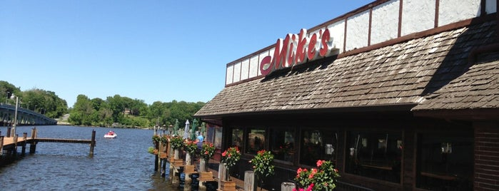 Mike's Crabhouse is one of Foodie Heaven.