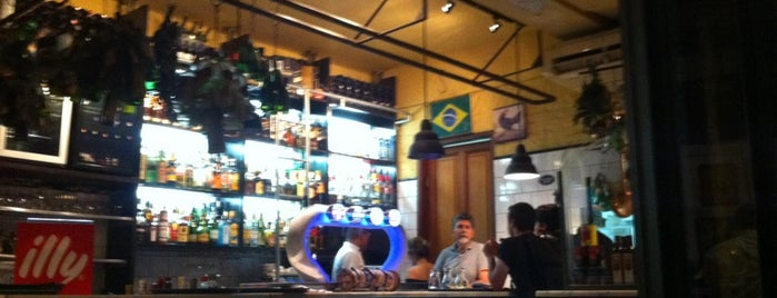 Vianna Bar is one of Henri's TOP Bars!.