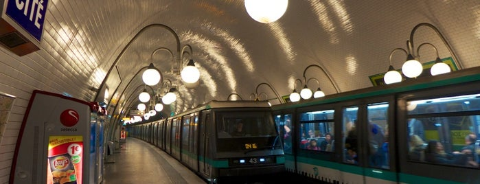 Métro Cité [4] is one of Stations de metro a Paris.