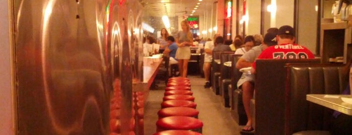 Majestic Diner is one of Cool Paces.