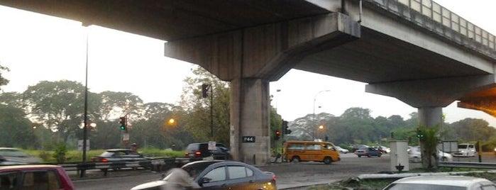 Jln Kem Traffic Light is one of Highway & Common Road.