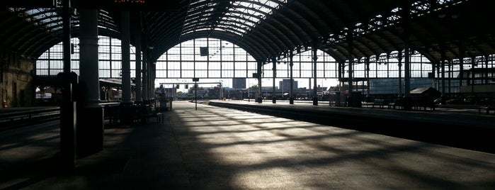 Hull Paragon Railway Station (HUL) is one of East Coast Network.