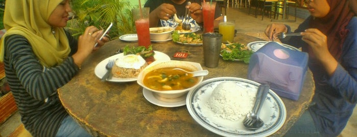 Planet Seafood is one of Makan @ Pahang #1.
