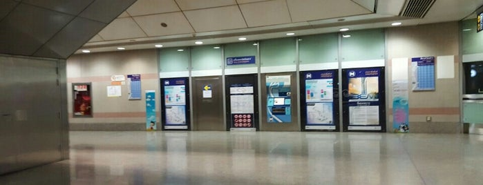 MRT Khlong Toei (KHO) is one of MRT.