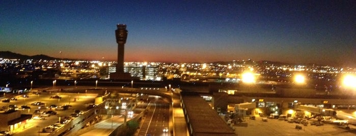 Phoenix Sky Harbor International Airport (PHX) is one of ly say khieng schools.