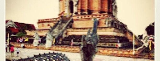 วัดเจดีย์หลวงวรวิหาร (Wat Chedi Luang Varavihara) is one of Chaing Mai (เชียงใหม่).