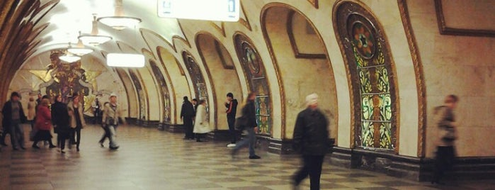 Метро Новослободская (metro Novoslobodskaya) is one of Complete list of Moscow subway stations.