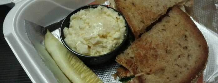 Deli on a Roll is one of St. Louis food trucks.