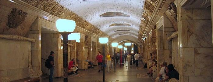 metro Novokuznetskaya is one of Complete list of Moscow subway stations.