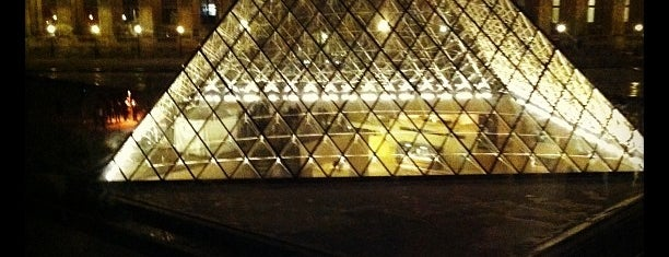 Musée du Louvre is one of Places To See Before I Die.