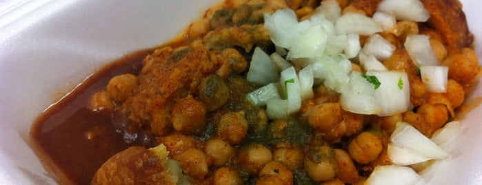 Bombay Food Junkies is one of St. Louis food trucks.