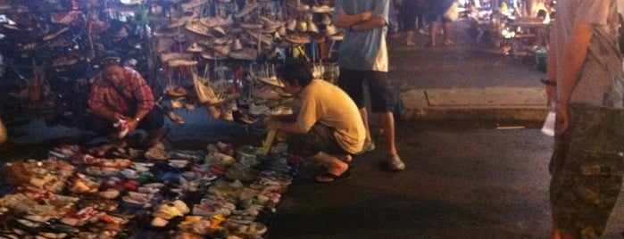 Ratchada Night Flea Market (ตลาดนัดรัชดาไนท์) is one of M-TH-18.