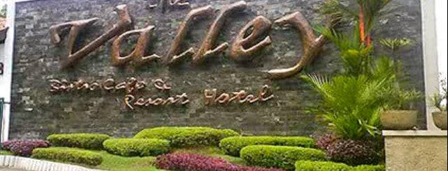 The Valley Bistro Cafe & Resort Hotel is one of Lx ♥ Food Bandung.