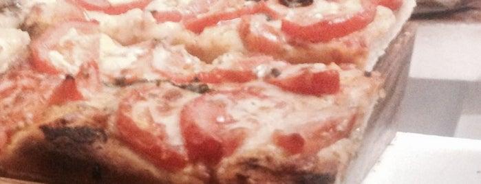 Pizza10 is one of Algunos de mis sitios favoritos para comer.