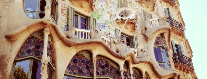 Passeig de Gràcia is one of Favorite Places Around the World.