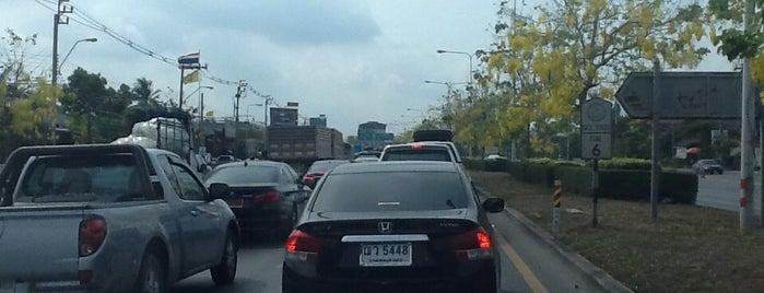 แยกโครงนาหลวง is one of ถนน.