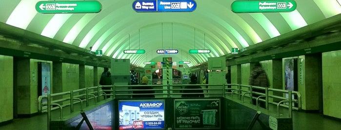 metro Gostiny Dvor is one of Санкт-Петербург.