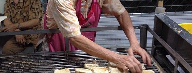 ขนมปังเจ้าอร่อยเด็ดเยาวราช is one of Enjoy eating :) .