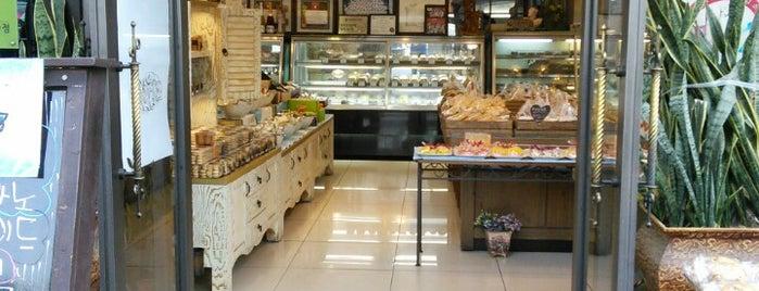 엘리제과자점 is one of Bread.