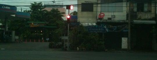 สามแยกพิชัย (Sam Yaek Phichai Junction) is one of M-TH-18.