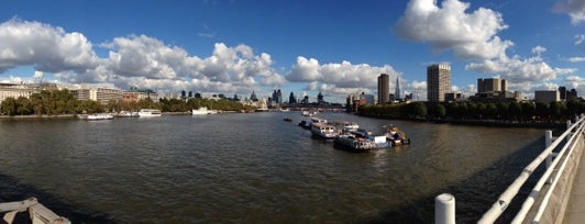 Waterloo Bridge is one of London.