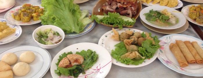 ร้านนักร้อง (Ran Nak Rong) is one of หม่ำๆที่ตรัง.