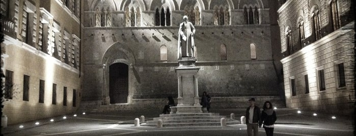 Piazza Salimbeni is one of Best places in Firenze, Italia.