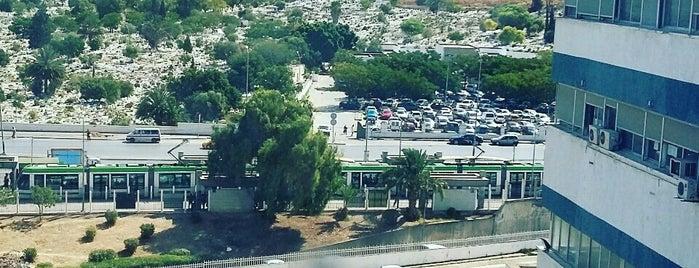 Hôpital Militaire | المستشفى العسكري is one of Hôpitaux de Tunis (CHU).