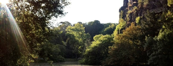 Buttes Chaumont Park is one of Best Places Ever !.