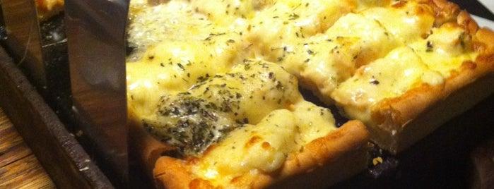 La Pizza Mia is one of Comes.